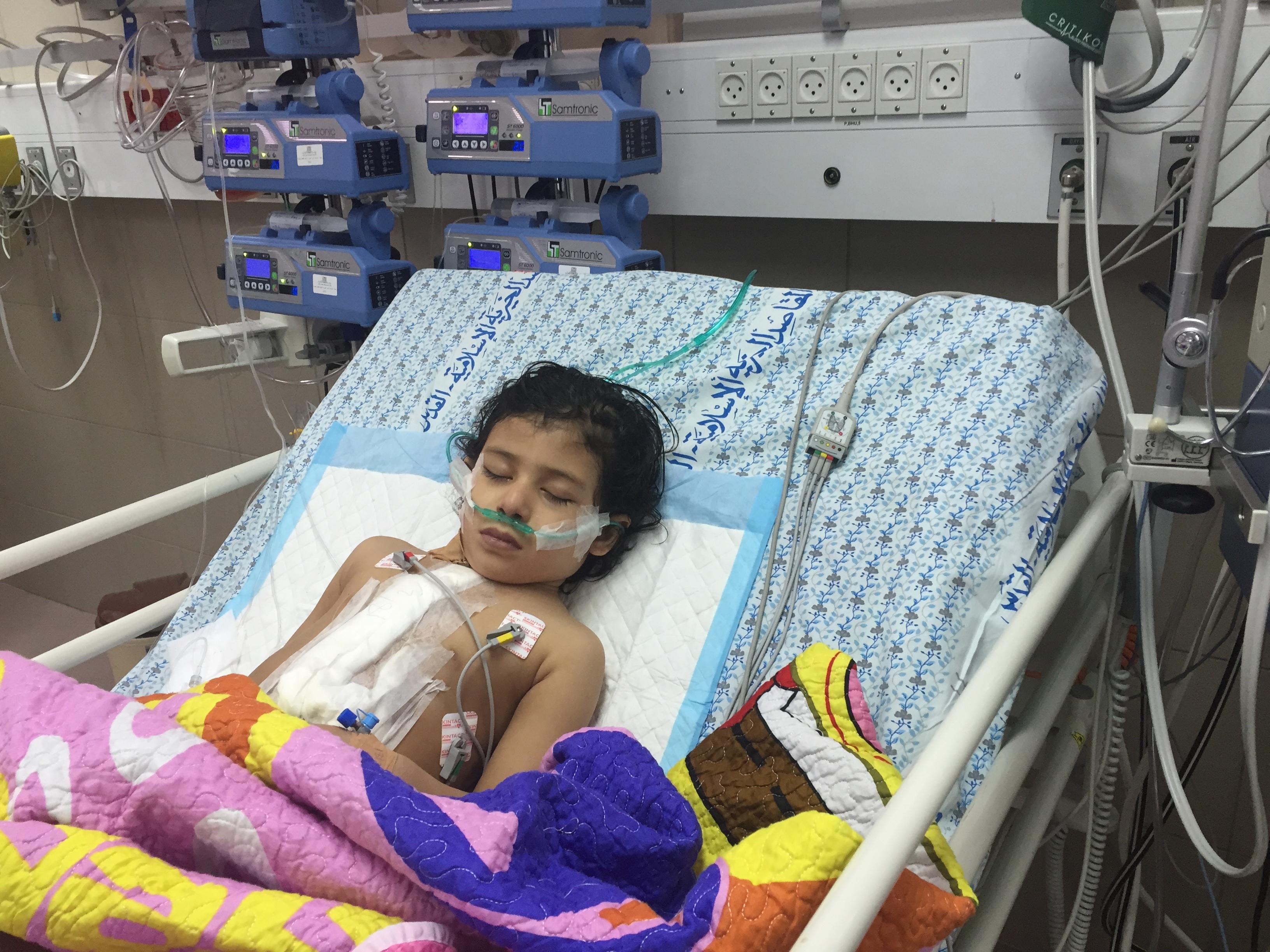 وحدة جراحة قلب الأطفال في المقاصد تجري عمليات معقّدة على مستوى المنطقة